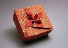 Origami Box Square Box with Flower 300x211 Origami Box   Square Box with Flower
