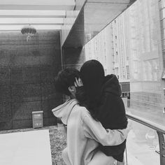 We love this type of cute relationships. Cute Relationship Goals, Cute Relationships, Cute Korean, Korean Girl, Jung Kook, Parejas Goals Tumblr, Couple Ulzzang, Couple Goals Cuddling, Mode Ulzzang