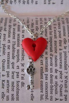 Collier fantaisie coeur et clé réalisé en Fimo