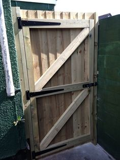 Stupefying Useful Tips: Double Fence Gate horizontal fence on wall.Tree Fence How To Build iron fence driveway. Wood Fence Gates, Wooden Garden Gate, Fence Doors, Wooden Gates, Garden Fencing, Fence Panels, Ranch Fencing, Fence Art, Front Yard Fence