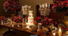 Um dos primeiros itens do checklist: a decoração do casamento. Vou inspirá-las com um casamento luxuoso uma decoração nas cores vermelho e dourado.