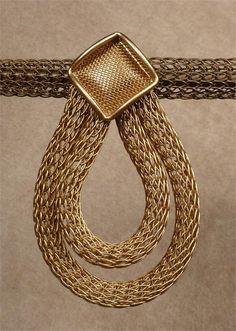 http://www.dazzleandshimmer.com/sarah-cavender-earring-21327.html