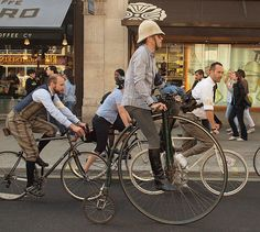 The Tweed Run. A penny farthing and a pith helmet. Tweed Ride, Velo Vintage, Vintage Bikes, Pith Helmet, Run And Ride, Antique Bicycles, Penny Farthing, Bicycle Race, Bike Style