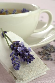 tea bags with lavender sprigs <3