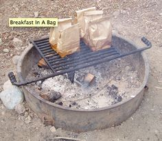 Cook a Hearty Campfire Breakfast in a Paper Bag. Remember this for camping Vw Camping, Girl Scout Camping, Camping Survival, Camping Meals, Family Camping, Camping Hacks, Camping Recipes, Camping Cooking, Camping Stuff
