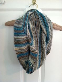 Ravelry: Trust Me with a Twist pattern by Louise Zass-Bangham | This is a REALLY clever pattern. Brilliant construction, and comes with a worksheet so you can customize it to your gauge & size preferences.