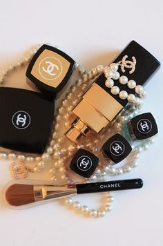 Chanel - I have ten times this much make up - ooops! I LOVE Chanel make up Coco Chanel, Chanel Pearls, Chanel Brand, Chanel Logo, Chanel Poster, Chanel Designer, Luxury Designer, Beauty Make Up, Hair Beauty