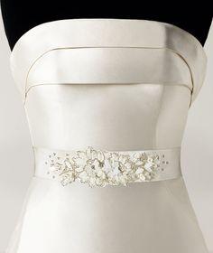 Pronovias presents its CINT.422 wedding dress belt.   Pronovias