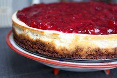 Madlaboratoriet: Nordisk skyr-cheesecake med rugbrødsbund og brombærsauce