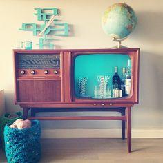 Her skal vi bygge og her skal vi bo: DIY - barskap av retro TV