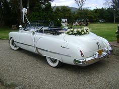 Conexión Cartagena ofrece diferentes alternativas como este coche clásico y elegante para un trayecto inolvidable de los novios. Antique Cars, Vehicles, Classic Cars, Walks, Cartagena, Transportation, Boyfriends, Wedding, Elegant