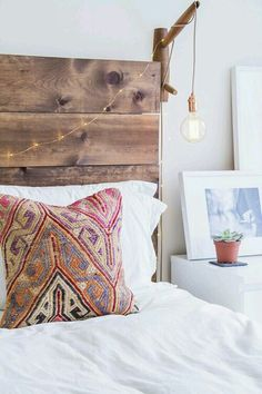If your bed room is feeling a bit blah, one method to take the room from dull to fab is with a DIY wood headboard. Creating your own wood headboard ca. My New Room, My Room, Decoration Inspiration, Home Bedroom, Bedrooms, Master Bedroom, Bedroom Inspo, Bedroom Decor Boho, Ethnic Bedroom