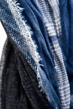 Frayed / raw edge | Indigo patterned fabric | Stitch detail