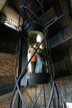 Dit is een lift; de natuurlijke vijand van de roltrap. Niet gebruiken. Ik geef hem een 7 (op zich wel gewoon een goede lift namelijk).