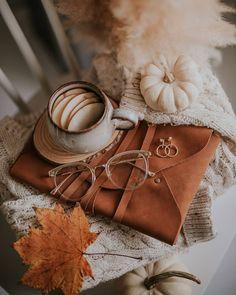 Flat Lay Photography, Autumn Photography, Herbst Bucket List, Autumn Flatlay, Cute Fall Wallpaper, Autumn Instagram, Fall Background, Autumn Cozy, Autumn Aesthetic