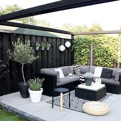 lovely gardens for small space design ideas that inspire you 64 Outdoor Garden Rooms, Outdoor Living Rooms, Outdoor Gardens, Outdoor Spaces, Outdoor Decor, Balcony Garden, Backyard House, Backyard Patio Designs, Concrete Backyard