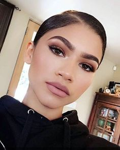 Why Zendaya's Morning Makeup Routine Is the Ultimate Form of Self-Expression - Beauty Make-Up Makeup Goals, Makeup Inspo, Makeup Tips, Beauty Makeup, Makeup Ideas, Makeup Tutorials, Makeup Products, Beauty Products, Daily Makeup