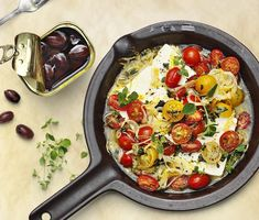 Ugnsbakad fetaost med oregano, citron och tomat | Recept ICA.se New Menu, Feta, Paella, Vegetarian Recipes, Curry, Yummy Food, Oliver, Ethnic Recipes, Greece
