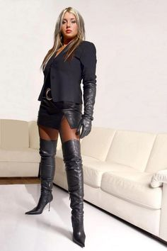 Do you have thick calves that when you wear you're a knee high boots it tends to spill over the … Thigh High Boots Heels, Hot High Heels, Sexy Heels, High Leather Boots, Black Leather Gloves, All Jeans, Sexy Boots, Leather Fashion, Look Fashion