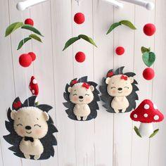 felt or foam animals Baby Crafts, Felt Crafts, Diy And Crafts, Mobiles Art, Baby Mobile, Felt Baby, Felt Decorations, Creation Couture, Felt Christmas Ornaments
