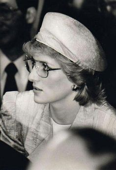 I believe these are safety glasses for a visit somewhere. Rarely seen photo of Princess Diana in glasses. Fan Art of Lady Diana~♥♥ for fans of Princess Diana 34295884 Lady Diana Spencer, Princess Diana Family, Real Princess, The Last Summer, Diana Fashion, Isabel Ii, Diane, Prince Of Wales, Prince Charles