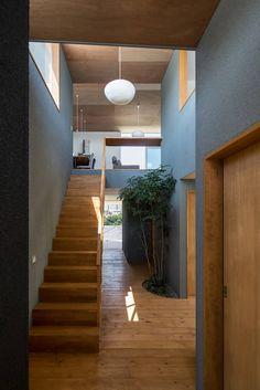 建築設計事務所SAI工房が手掛けたalley   homify Classic House Design, Modern Design, Japanese Modern House, Camera Decor, Bali House, Japanese Interior Design, Amazing Spaces, Prefab Homes, Interior Architecture