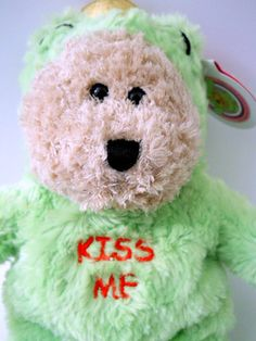 NWT New 2004 Starbucks Bearista Kiss Me Green Bear Red Heart on Foot Furry