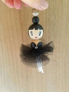 Black tulle ballerina bag jewelry/several colors Black is black. A lovely doll with the timeless dress black! Hand painted, this dancer can be worn as jewelry bag, pendants or jewelry of mirrors. It is available in brunette, redhead, Brown and blonde. Doll Crafts, Bead Crafts, Diy And Crafts, Crafts For Kids, Diy Doll, Jewelry Mirror, Jewelry Armoire, Clothespin Dolls, Jewelry Model