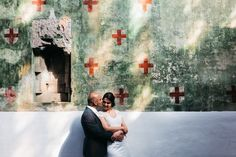 #wedding #pictures #shoot #urban #wal #paint #couple #hug #photography #edopaul