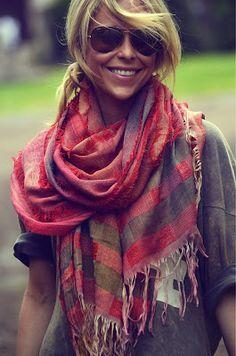 Come indossare la pashmina - Look boho chic con pashmina Look Boho Chic, Looks Chic, Looks Style, Style Me, Bohemian Style, Winter Fashion Outfits, Look Fashion, Autumn Winter Fashion, Casual Outfits