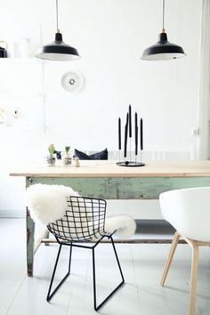 If you want to add a special touch to your Scandinavian dining room lighting design, you have to read this article that is filled with unique tips. Dining Room Design, Scandinavian Dining Room, Home And Living, Dining Room Inspiration, Interior, Home Decor, House Interior, Bertoia Side Chair, Nordic Kitchen