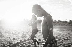 My #babyboy 💗 #casaviolife #bw #spiaggia #casavio #casaviobeach #sunset #family…
