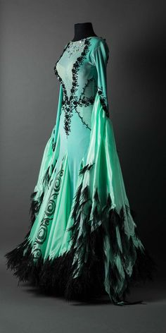 Mint velet standard with flowers and black feathers - . - Mint velet standard with flowers and black feathers – … Mint velet standard with flowers and black feathers – - Pretty Outfits, Pretty Dresses, Beautiful Outfits, Cute Outfits, Dress Outfits, Fashion Dresses, Prom Dresses, Dance Fashion, Women's Fashion