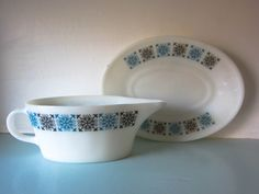 Your place to buy and sell all things handmade Vintage Pyrex, Magpie, Cottage Chic, Milk Glass, Gravy, 1960s, Chelsea, Boat, Tableware