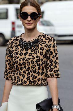 Moda en la calle street style leopard print fall winter 2013 what' Animal Print Fashion, Fashion Prints, Blusas Animal Print, Animal Prints, Animal Print Tops, Street Style 2014, Leo Women, Work Looks, Mode Style
