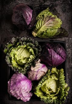 The colors! Love this food styling and photography Food Styling, Food Photography Styling, Colour Photography, Dark Photography, Fruit And Veg, Fruits And Vegetables, Veggies, Purple Vegetables, Photo Fruit