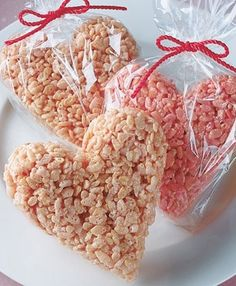 A little food coloring and a cookie cutter are all you need to transform basic Rice Krispies treats into a cute holiday snack. Valentines Day Food, Valentine Love, Valentine Treats, Holiday Treats, Holiday Recipes, Valentine Party, Homemade Valentines, Kinder Valentines, Valentines Baking