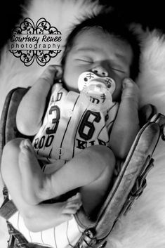 Baseball baby ~love this! Baby Boy Photos, Cute Baby Pictures, Newborn Pictures, Newborn Baseball Pictures, Infant Pictures, Infant Photos, Newborn Pics, Baby Boy Newborn, Baby Boys