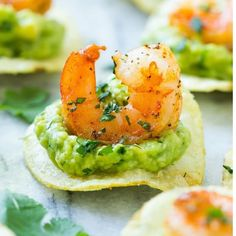 This recipe for Mexican shrimp bites is seared shrimp and guacamole layered onto individual potato chips. A super easy appetizer that's perfect for entertaining! recipes easy appetizers Mexican Shrimp Bites - Dinner at the Zoo Seafood Appetizers, Seafood Recipes, Mexican Food Recipes, Appetizer Recipes, Cooking Recipes, Easy Recipes, Recipes Dinner, Dinner Ideas, Mexican Food For Party