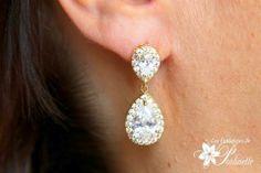 Boucles d'oreilles mariage pendantes, gouttes et strass zircon. Bridal cz tear drop earrings.