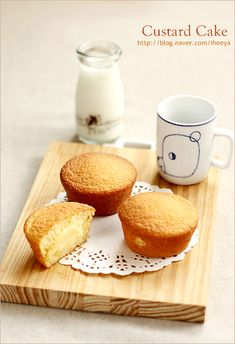 폭신한 카스테라 속에 부드러운 커스터드 크림이 들어있는.. 엄마표 촉촉한 카스타드케이크..^^ 커스터드 ... Cake Recipes, Snack Recipes, Dessert Recipes, Mini Cakes, Cupcake Cakes, Custard Cake, Asian Desserts, Cafe Food, Love Cake