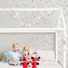 Farebné bodky na stenu rozžiaria každú izbu. Toddler Bed, Kids Room, Children, Furniture, Home Decor, Dots, Colors, Child Bed, Young Children