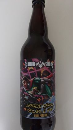 Cerveja Clown Shoes Space Cake, estilo Imperial / Double IPA, produzida por Clown Shoes, Estados Unidos. 9% ABV de álcool.