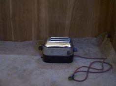VINTAGE CHROME BAKELITE Toaster Capital Products Co. Inc. Winsted, Conn