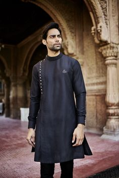 Kurta design for men men mens kurta designs, indian men fashion, kurt Mens Indian Wear, Mens Ethnic Wear, Indian Groom Wear, Indian Men Fashion, Indian Man, Mens Fashion, Indian Suits, Fashion Suits, Fashion Black