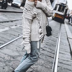 Tied up 🥋 last hours from Milano #knit #denim #tiedup #senso #sweater #milano #italy #mowoblogtravel