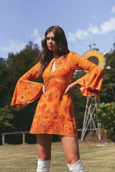 Mercury mini dress in santana - PRODUCT DESCRIPTION Prepare to be the envy of every woman on the dance floor in our Mercury! 70s Outfits, Hippie Outfits, Cool Outfits, Vintage Outfits, Fashion Outfits, 70s Inspired Fashion, Retro Fashion, Vintage Fashion, 60s And 70s Fashion