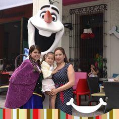 Los personajes de FROZEN visitan Rocketto Portales.