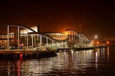 Puente del Maremagnum por la noche, Barcelona.