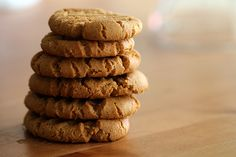 36-calorie flourless peanut butter cookies ingredients- makes 24 cookies:1 cup better n' peanut butter (800cal)1 cup sugar substitute/stevia (0cal)1 egg (70cal)1 tsp baking soda (0cal)1. Preheat oven to 350 degrees F.  2. Grease a baking sheet with butter (or PAM!) and set aside.  3. Combine peanut butter and sugar in a mixer until smooth.  4. Add egg and baking soda and mix for another 2 minutes.  5. Roll 1 tsp of dough into balls and place onto the sheet. Flatten them. 6. Bake for 10…